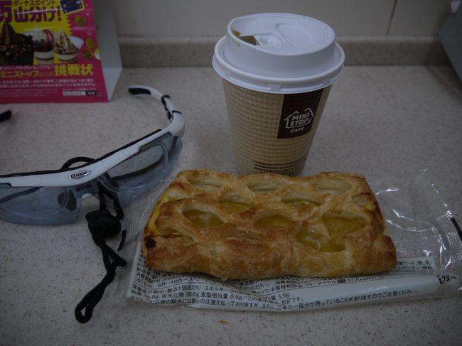 0517_貧相な朝食.JPG