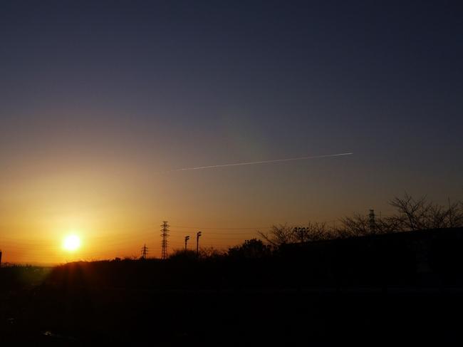 0715_飛行機雲と夜明け.JPG